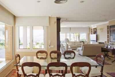 Дом в пригороде Барселоны Кабрильс на побережье Коста Маресме с террасой и красивым видом